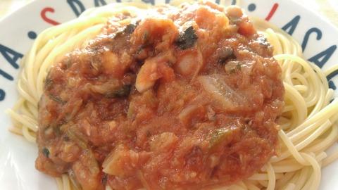 小さなパスタ屋マカロニの18種の野菜のトマト煮込み