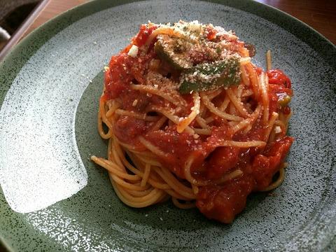 コストコのダイストマトでポモドーロを作ってみた